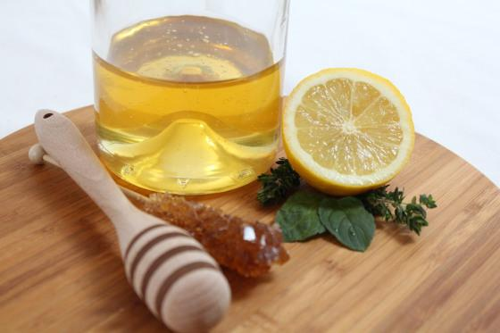 homemade-honey-mask-for-beautiful-hair-L-kp9y9a
